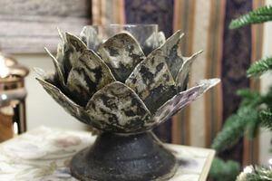 Rusty čierny svietnik v tvare lotosového kvetu