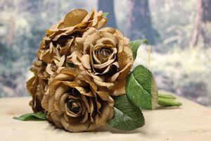 Hnedá umelá kytička z ruží 23cm