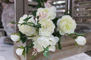 Biela kytička z viackvetých ruží