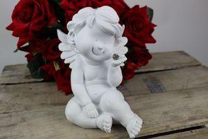 Biela soška sediaceho anjelika s úsmevom 17cm