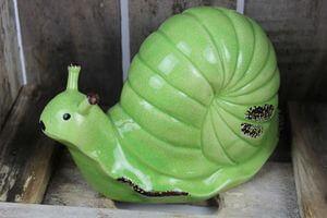 Zelený dekoračný keramický slimák 21cm