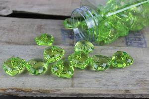 Zelené dekoračné kamienky v tvare srdiečka 40ks
