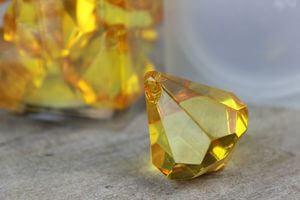 Žlté dekoračné kamienky v tvare kryštálov 20ks