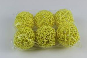 Žlté prútené dekoračné guľky 7cm