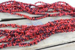 Červená umelá bobuľková girlanda 110cm