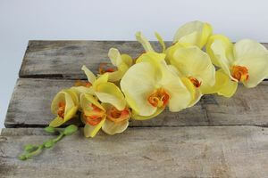 Žltá umelá orchidea s listami a korienkom 70cm
