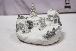 Biela svietiaca vianočná dedinka 10cm