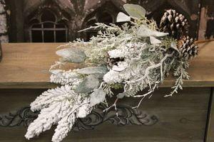Zasnežený dekoračný konár z rôznych druhov 65cm
