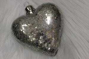 Sivé lesklé vianočné závesné srdcia  10cm 4ks