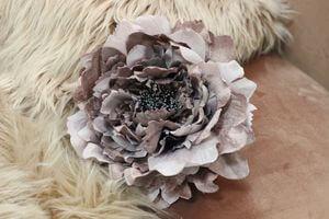 Starofialový sametový kvet pivonky 19cm