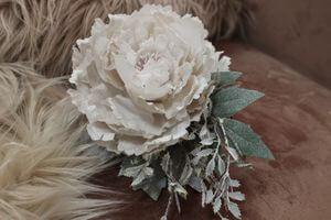 Krémový vianočný kvet pivonky s glitrom 12cm