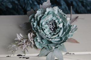 Modrý tiffany vianočný kvet pivonky s glitrom12cm