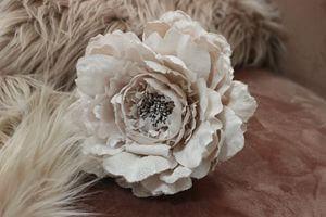 Bledoružový kvet pivonky 14cm