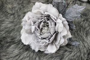 Bledosivá sametová ruža s glitrom 14cm