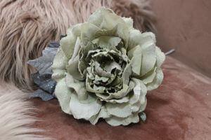 Bledozelená sametová ruža s glitrom 14cm