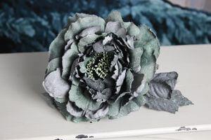 Starozelená sametová ruža s glitrom 14cm