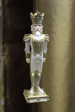 Biely závesný kráľ so zlatými doplnkami 16 cm