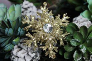 Zlatá trblietavá vločka 8,5 cm