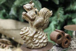 Hnedá veverička s bielou patinou 10 cm